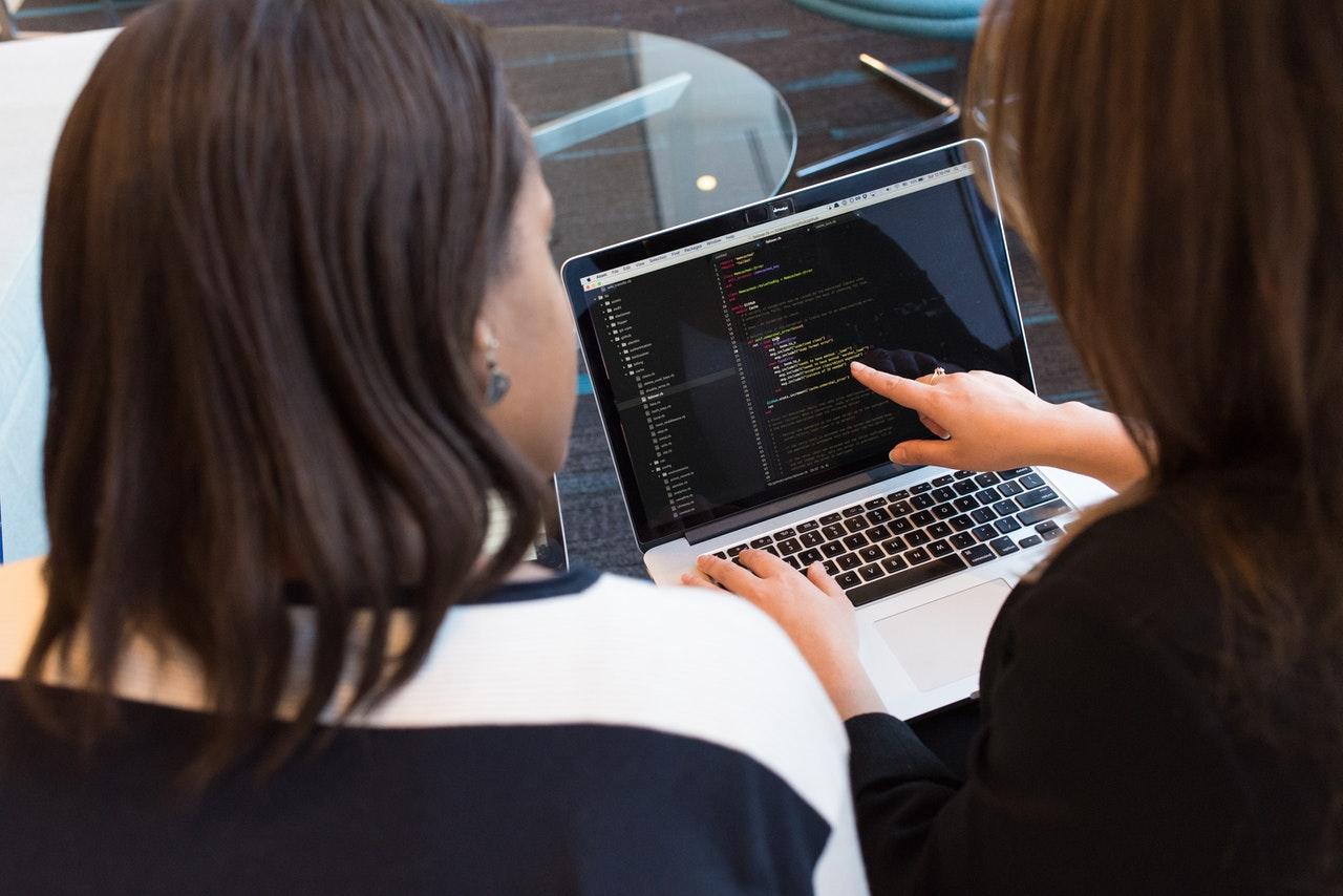 Pourquoi faire appel à un développeur web freelance?